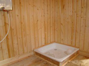 Установка поддона на деревянный пол в Минске